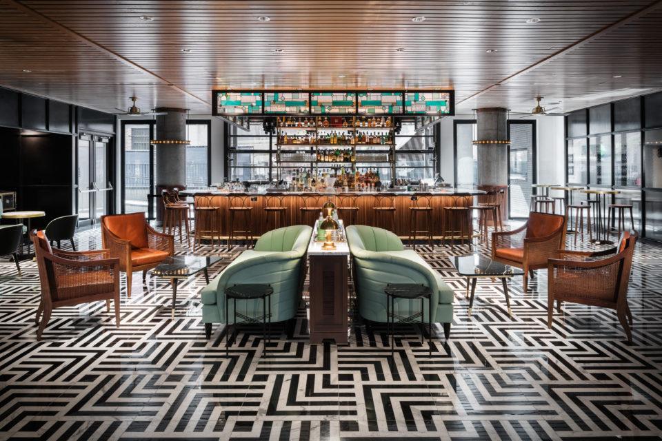 Maven Hotel Poka Loka bar