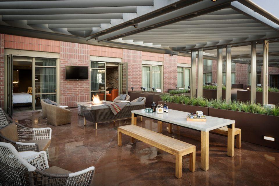 elizabeth hotel terrace