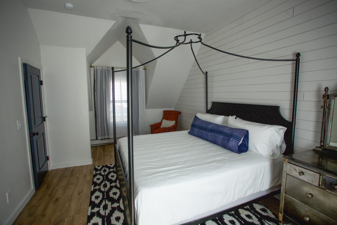 dove inn carriage house bed