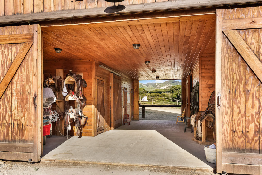 smith fork ranch horse barn Photo courtesy of Coldwell Banker Mason Morse