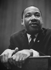 434px-Martin-Luther-King-1964-leaning-on-a-lectern